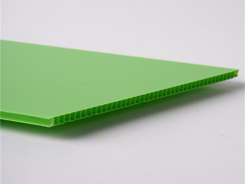 三鼎包装塑料中空板的制作过程